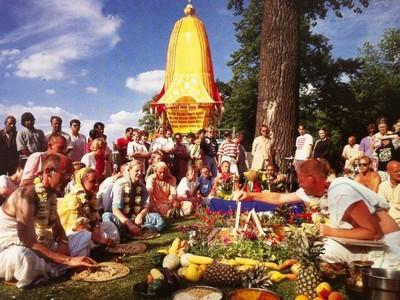 Смотреть видео Мантры Харе Кришна