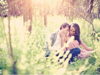 В отношениях присутствует романтика и доверие