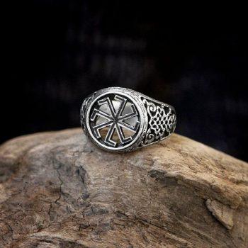 Кольца могут быть как золотые, так и серебрянные