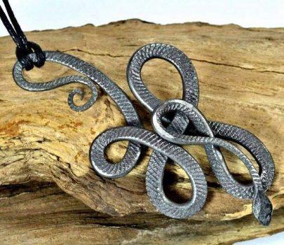 Змея оберегает знаки воздуха