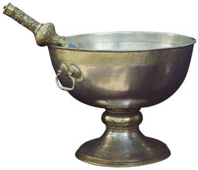 Необходимо иметь святую воду
