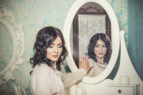 Особенности зеркальной защиты от порчи и сглаза