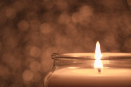 Защитить жилье поможет свеча