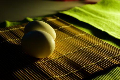 Сырое яйцо от порчи