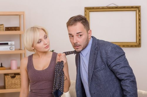 The conspiracy to obey her husband: how to read