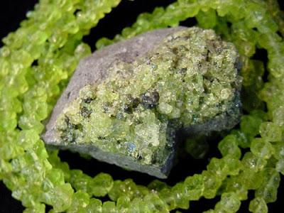 Камни для женщин весов