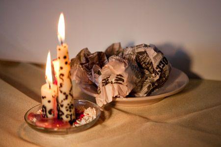 Свечи и икона в помощь ритуалу