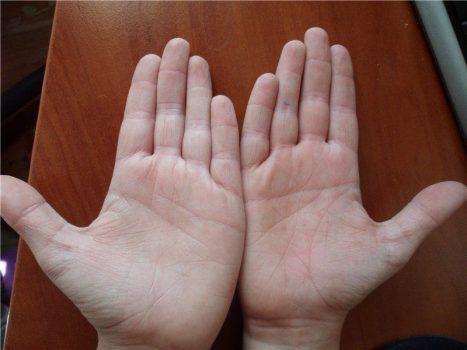 Предсказание можно вести по двум рукам