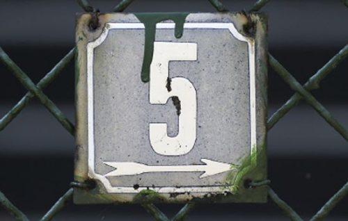 В гаданиях пятёрка символизирует развитие