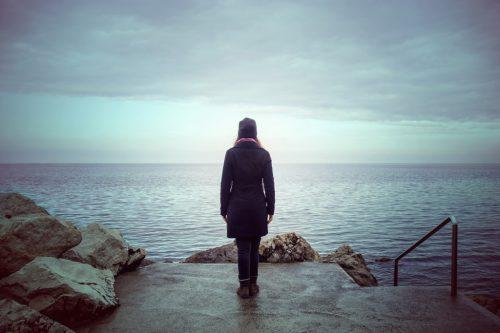 Одиночество можно передать