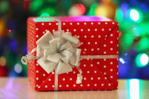 Подарок стоит проверить на наличие порчи