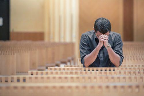 Обряд самостоятельного снятия порчи в церкви